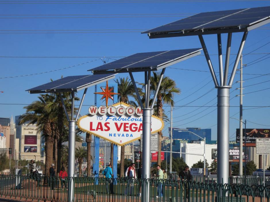 solar-powering-the-las-vegas-sign