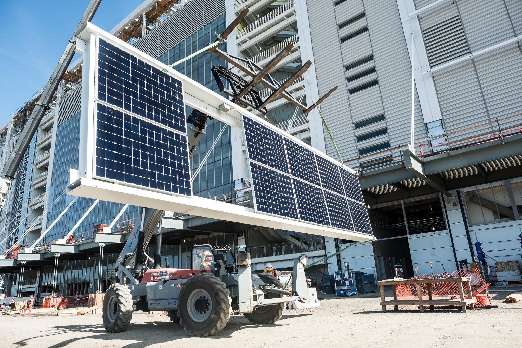 levi's-stadium-crane-lift