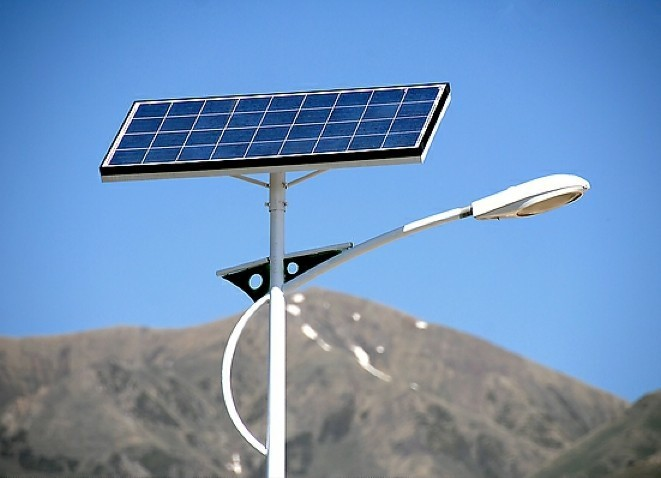 14 Mar Las Vegas Tests Out Solar Ed Street Lights